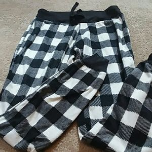 NWOT black and cream plaid fleece joggers